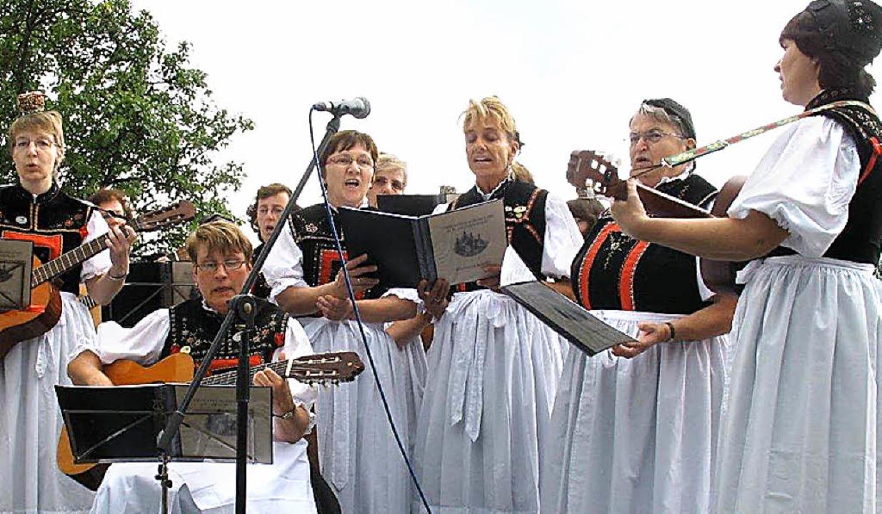 Frohe Melodien  trug   die Singgruppe ... Alt-Hotzenwald für die 400 Gäste vor.  | Foto: Tanja Oldenburg