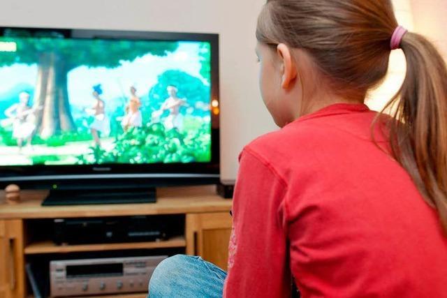 Kleinkinder schauen länger in den Fernseher als in Bücher