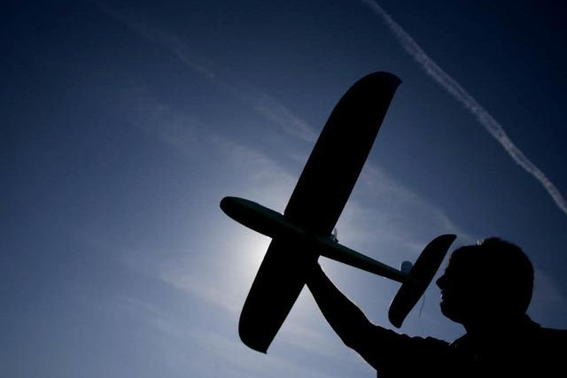 Ermittler: Rechte bauten Sprengsätze für Modellflugzeuge