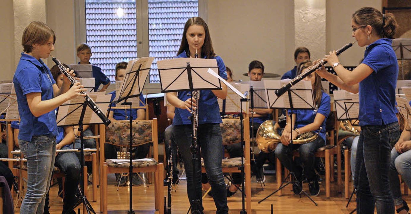 Für Begeisterung im vollbesetzten Bürg...d Verena Bons (von links nach rechts).  | Foto: Christiane Franz