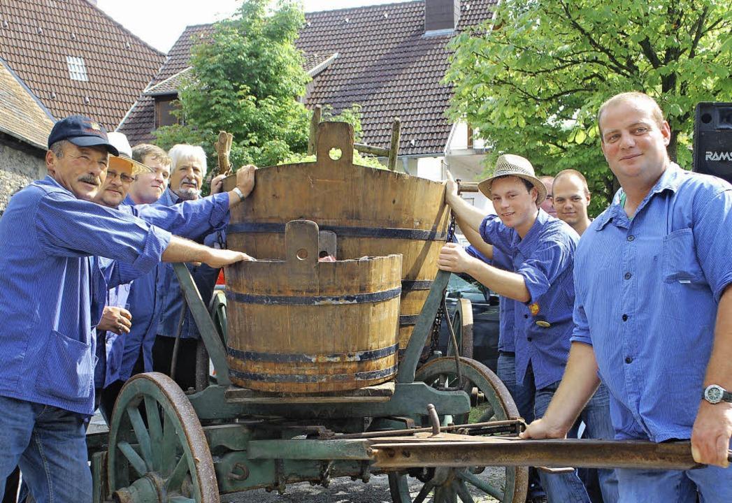 Die Achkarrer zeigten den Gästen bei i...n auch historische Traktoren zu sehen.  | Foto: benjamin bohn