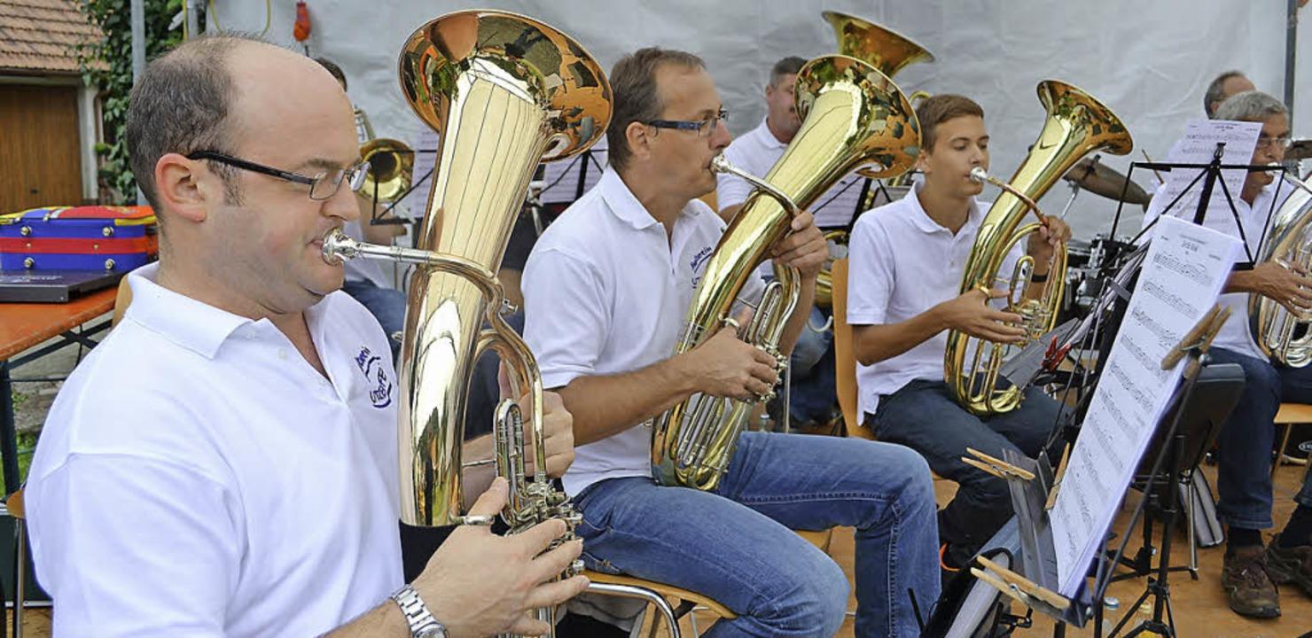 Die Utzenfluh-Musikanten spielten beim Dorffest zum  Frühschoppen.  | Foto: Paul Berger