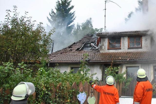 Brand in Hänner – 130 Wehrleute können Haushälfte nicht retten