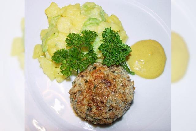 Hit im Bundestag: Kalbsbuletten mit Kartoffel-Gurken-Salat