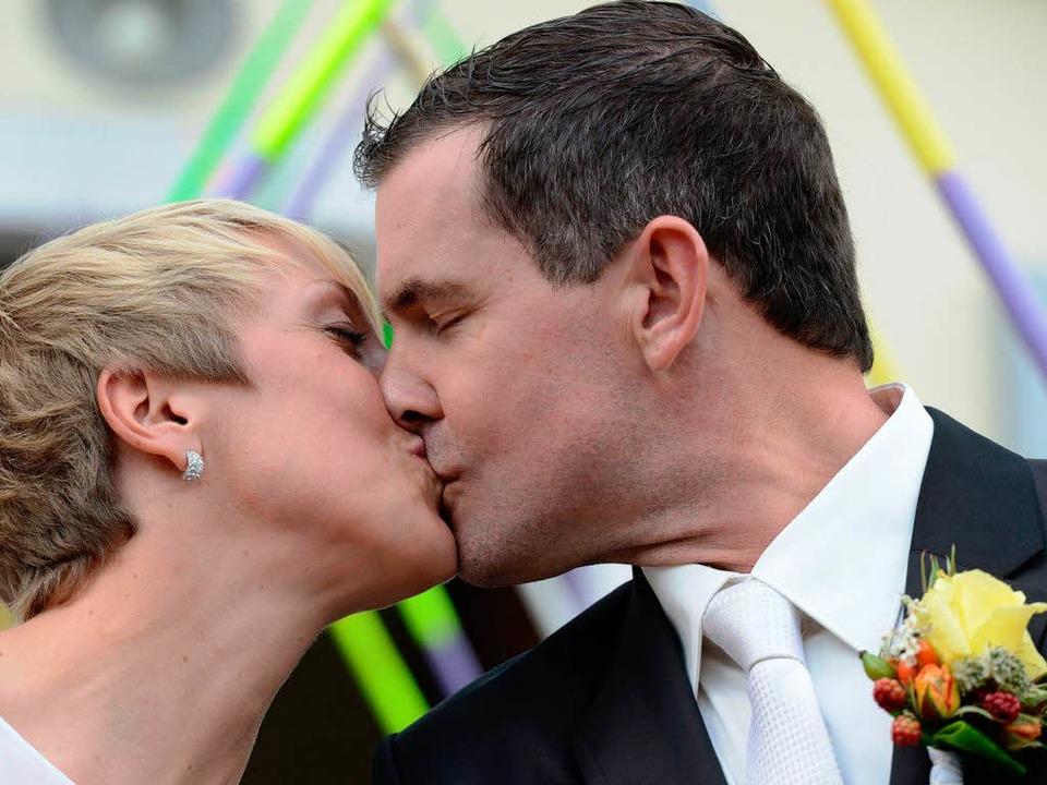 Die Speerwerferin Christina Obergföll ...sich nach der standesamtlichen Trauung  | Foto: dpa
