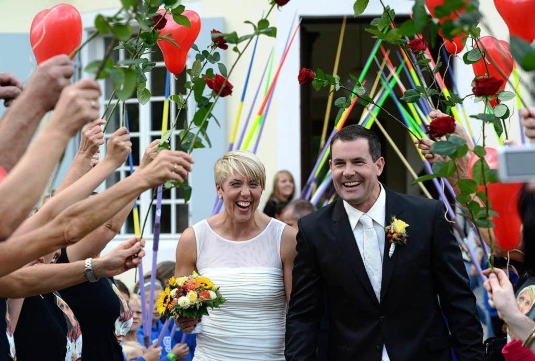 Christina Obergföll und ihr Mann Boris Henry nach der standesamtlichen Trauung.  | Foto: dpa