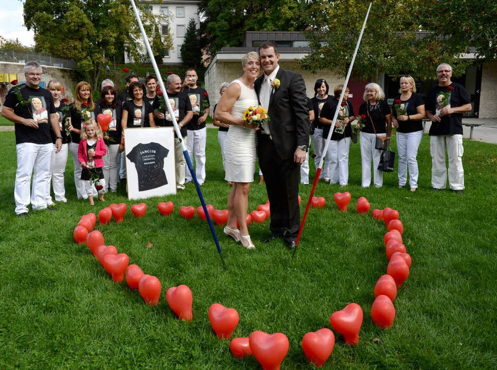 Christina Obergföll und ihr Mann Boris nach der standesamtlichen Trauung.  | Foto: dpa