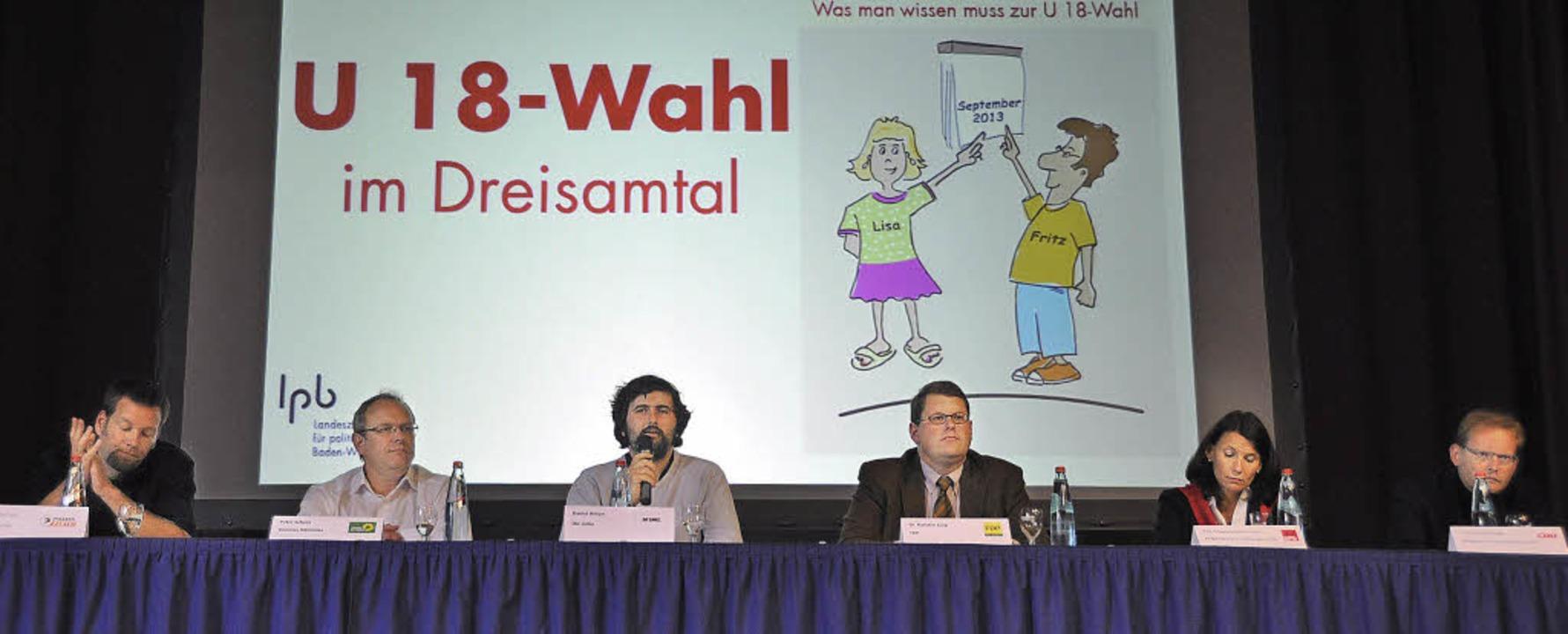 Informationsveranstaltung zur U18 Wahl... der Podiumsdiskussion in Kirchzarten.  | Foto: Jacqueline Grundig