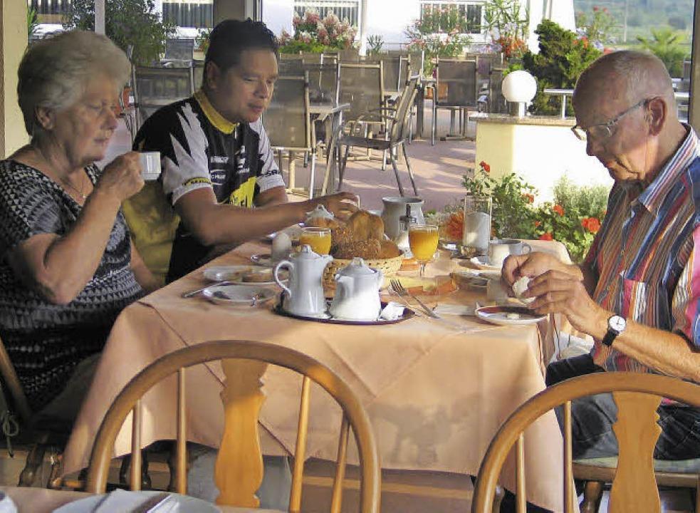 Gut gefrühstückt, dann geht's für  Familie Sikkema  weiter.     Foto: Gustav Rinklin