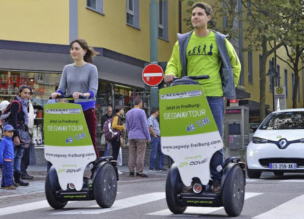 Eine Parade der elektrischen Fahrzeuge... E-Mobilität – hier die Segways.  | Foto: Barbara Ruda