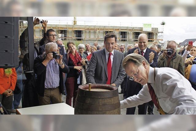 Rheinhausen feiert Richtfest am Generationenhaus