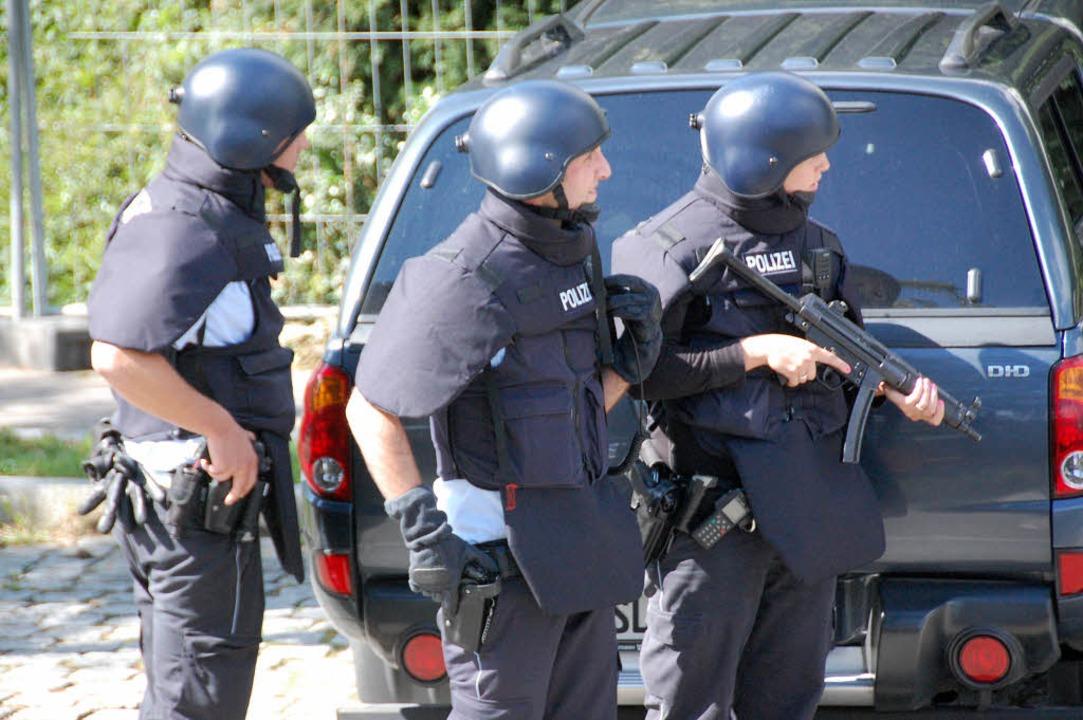 Die Fahndung nach Anthmatten wird von der schweizer Polizei in Genf koordiniert.  | Foto: Hannes Lauber