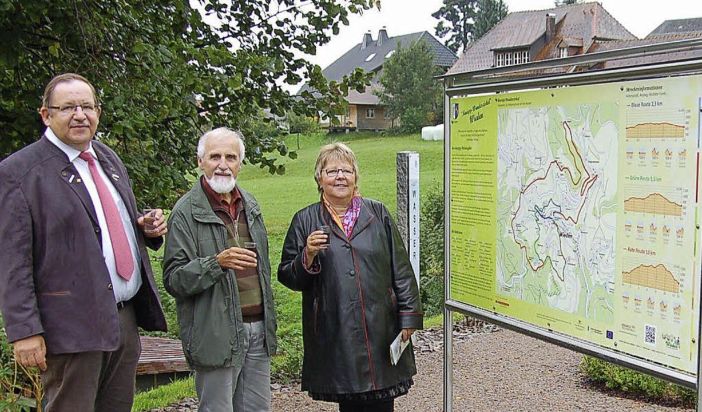 Bürgermeister Berthold Klingele, Pfarr...pp-Wanderzirkels  beschrieben werden.   | Foto: Ulrike Jäger