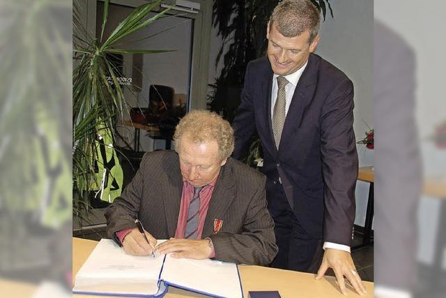 Adelbert Kromer - der erste Reuter, der das Bundesverdienstkreuz erhält