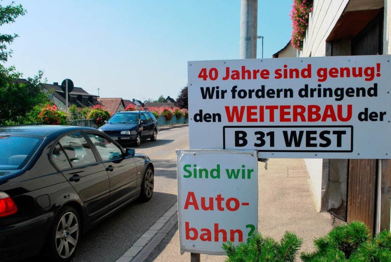 In vielen Gemeinden am Kaiserstuhl wir... der Weiterbau der B31 West gefordert.  | Foto: Benjamin Bohn