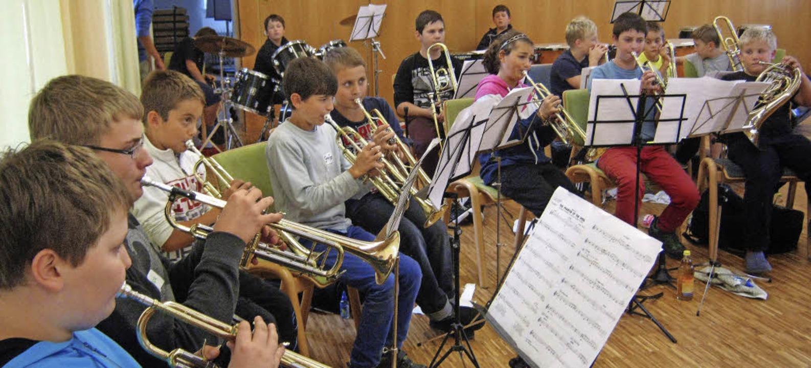 Hier wird fleißig geübt: 90 junge Musi... kommenden Sonntag in Bollschweil vor.  | Foto: Anne Freyer