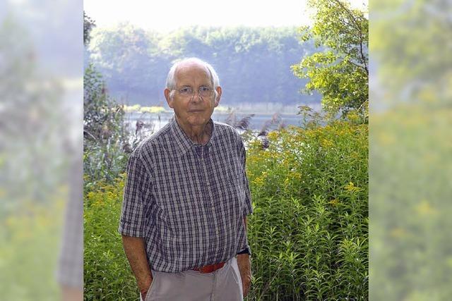 Hansjörg Ernst betreut seit mehr als 30 Jahren die Vögel am Arlesheimer See