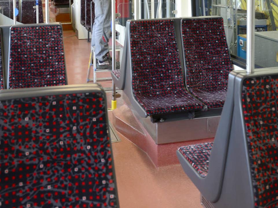 Beleuchtung, Bezüge, Boden: alles neu. 25 Trams sollen folgen.  | Foto: Ingo Schneider