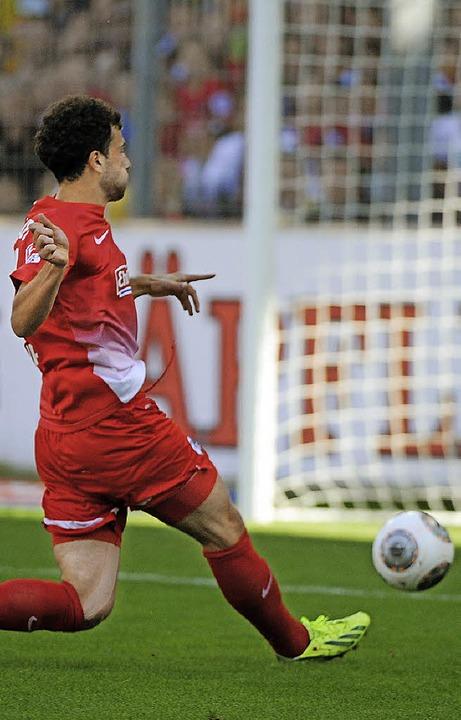 Traf wie in Augsburg zum 1:0 für den SC: Admir Mehmedi   | Foto: Heuberger