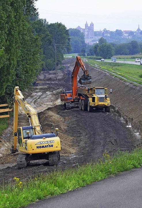 Damit sollen Städte wie Karlsruhe oder...t werden: Polderarbeiten bei Breisach   | Foto: agnes pohrt