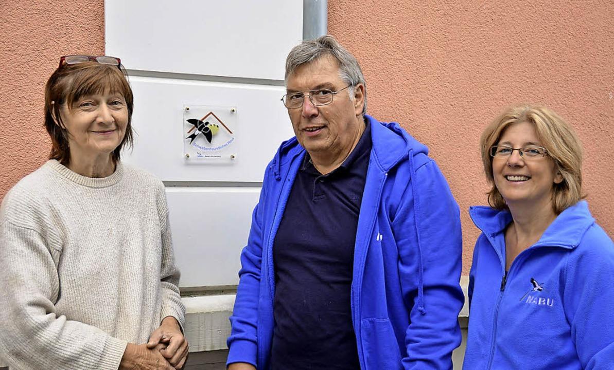 Ursula Zehner (links) freut sich über ... Rudi Apel und Christine Gottschling.   | Foto: Sigrid Umiger