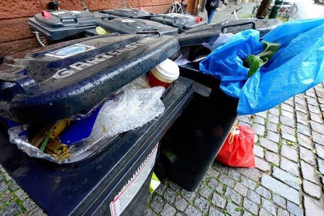 Freiburg: Müllabfuhr wird teurer, übervolle Tonnen bleiben stehen