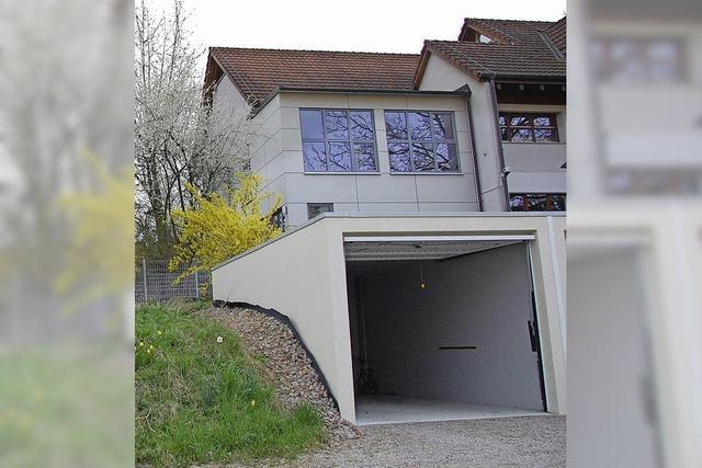 Garagen müssen Erweiterung weichen