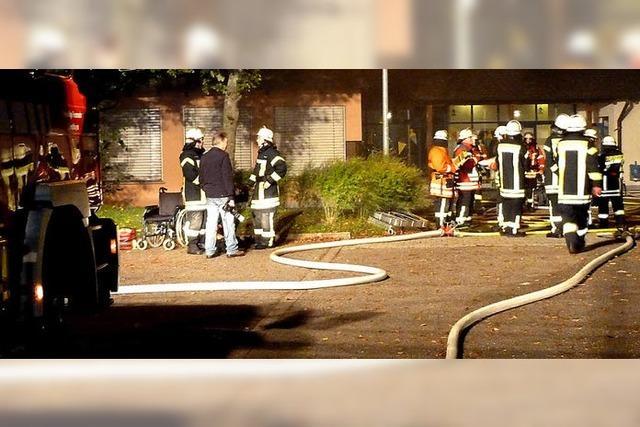 Drei Feuerwehren üben an der Eimeldinger Schule
