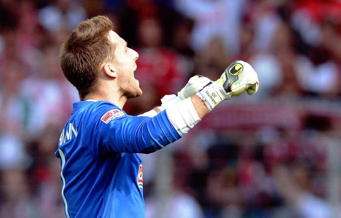 Oliver Baumann hat beim SC Freiburg vorzeitig verlängert.  | Foto: dpa