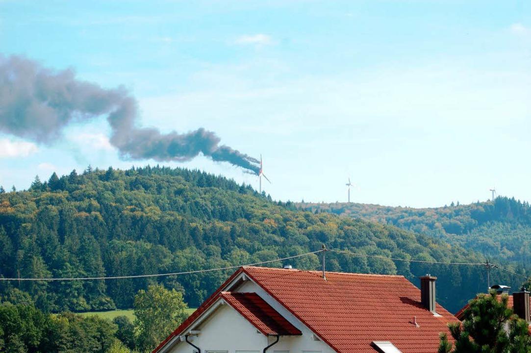 Das brennende Windrad.  | Foto: Klaus Fischer