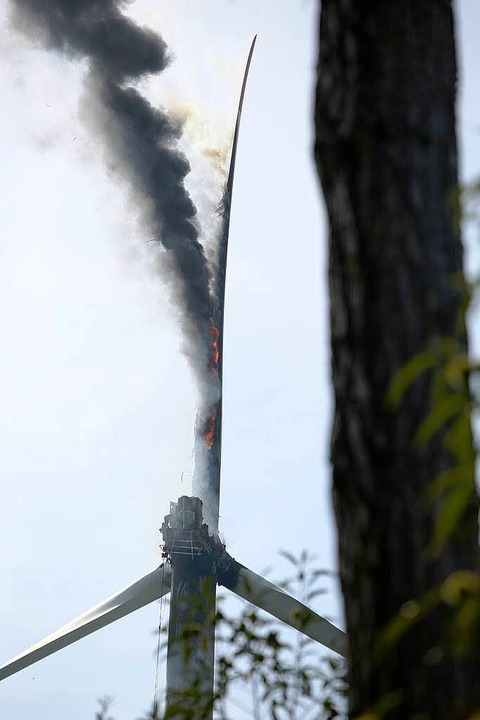 Das brennende Windrad.  | Foto: Christoph Breithaupt