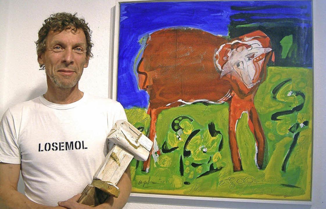Humorvolle Irritationen über ein mähen...n: Udo Großklaus und sein rotes Schaf   | Foto: Roswitha Frey