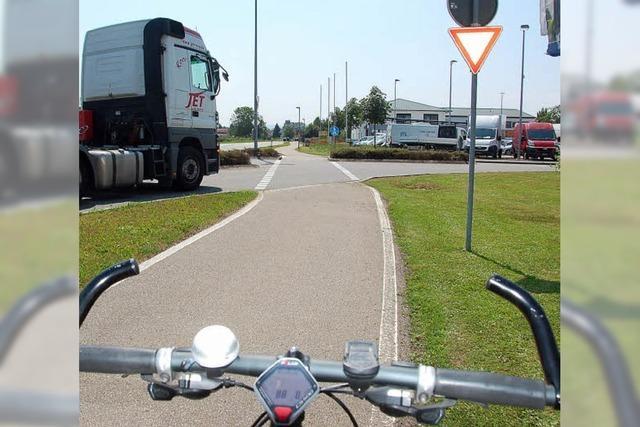 Radfahrer müssen am Reutacker die Vorfahrt achten