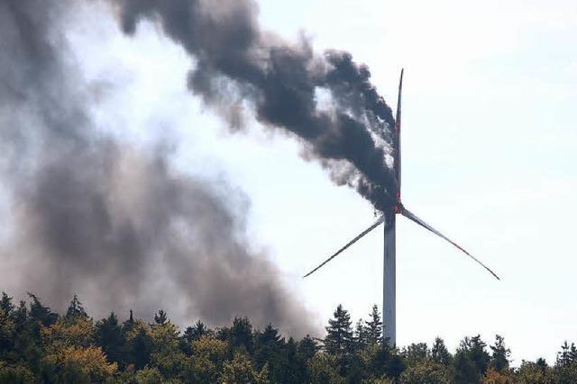 Windrad wird ein Raub der Flammen