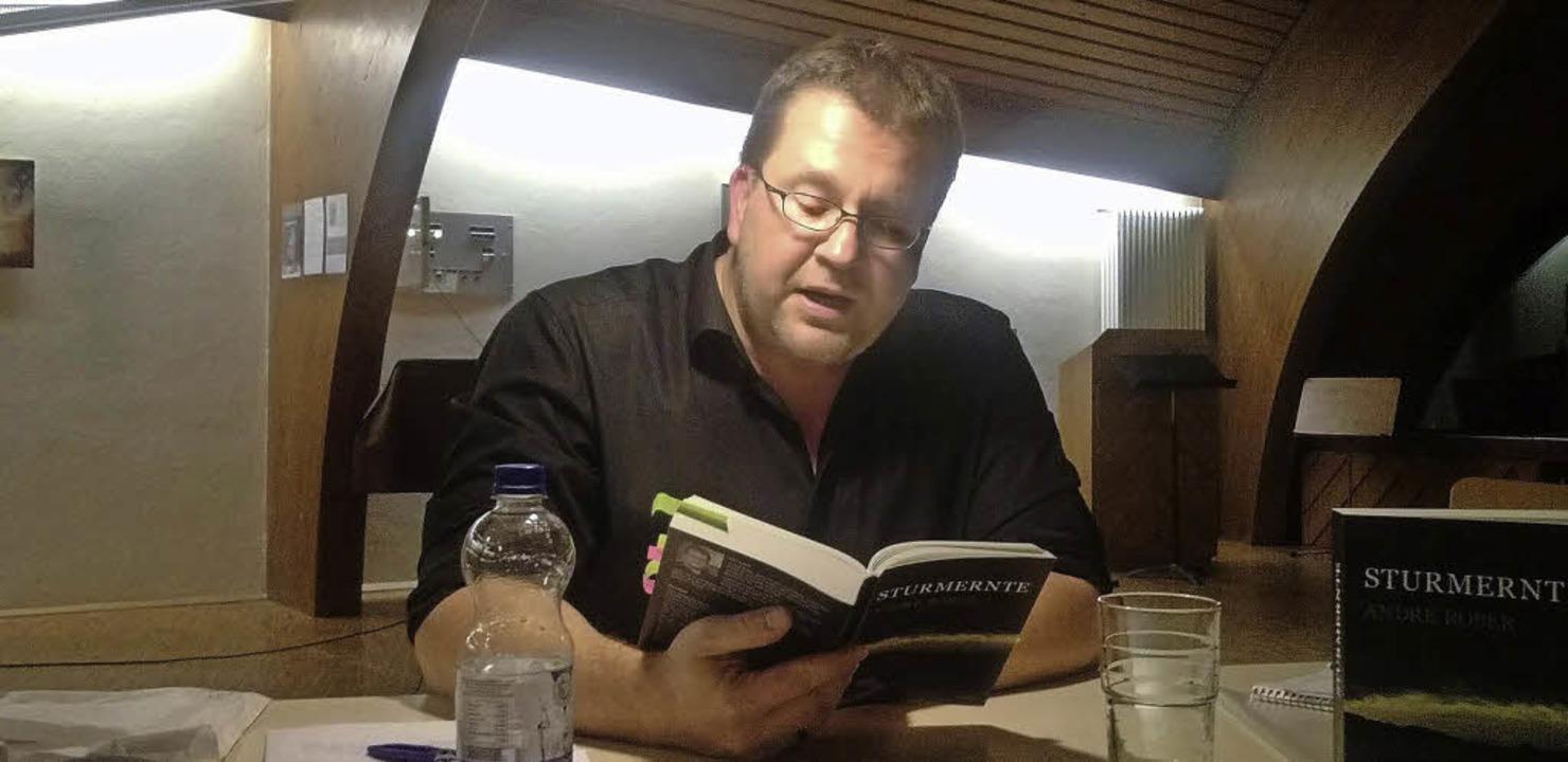 Führt die Leser vom Breisgau nach Japa...er bei seiner  Lesung in Merzhausen.    | Foto: Barbara Meyer