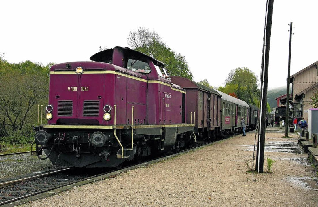 Ein historischer Sonderzug, ein Eilzug...auschwänzlebahn nach Waldshut-Tiengen.  | Foto: Archiv