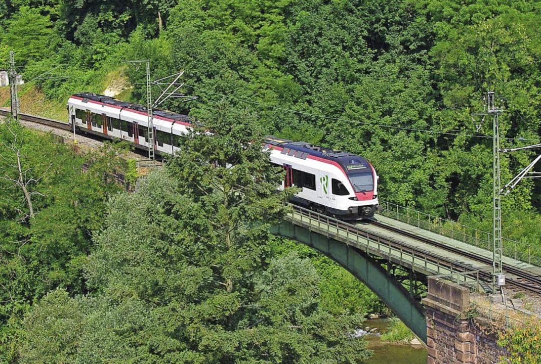 Die Gartenbahn ist heute eine zeitgemä...ebrücke kurz vor dem Tüllinger Tunnel.  | Foto: Rolf Reißmann