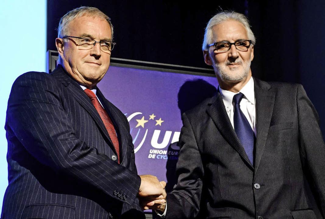 Der alte und der neue Präsident des Ra... Pat McQuaid (links) und Brian Cookson  | Foto: afp