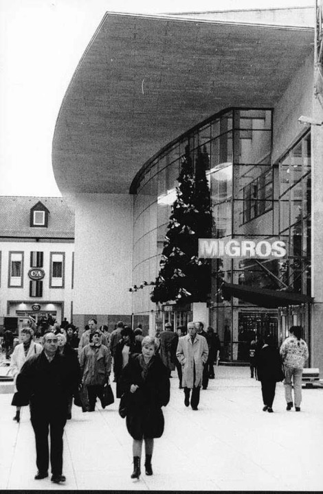 Flaniermeile statt Rumpel: Migros zog von Anfang an Menschen in die Innenstadt.  | Foto: zVg