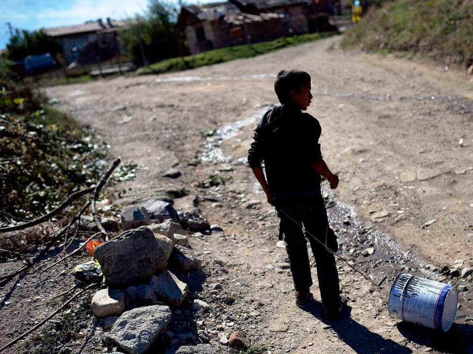 Viele Roma-Kinder leben in Südosteuropa in bitterer Armut.    Foto: AFP