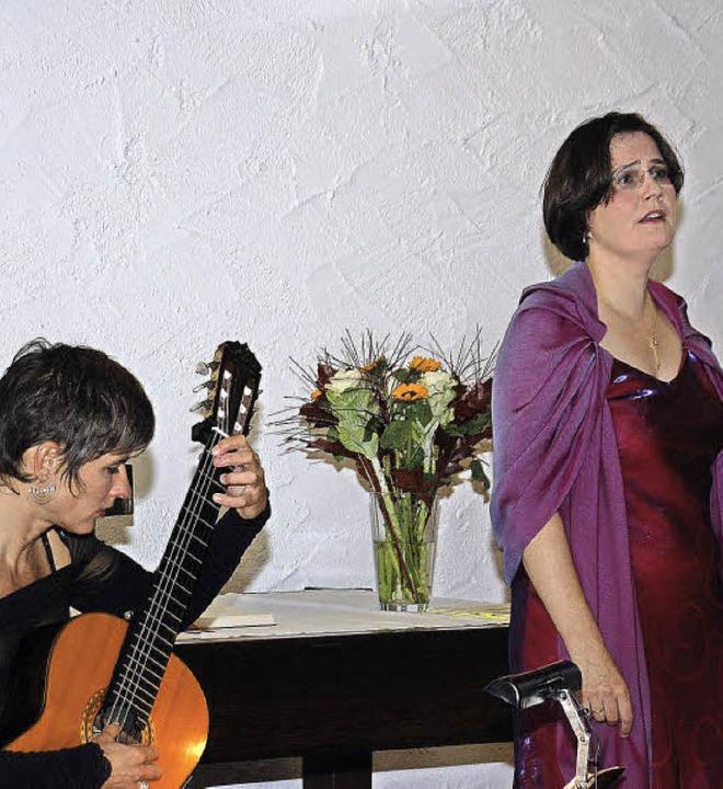 Lucia Sachs (links) und Katrin Hoos im Glottertal   | Foto: Helena Kiefer