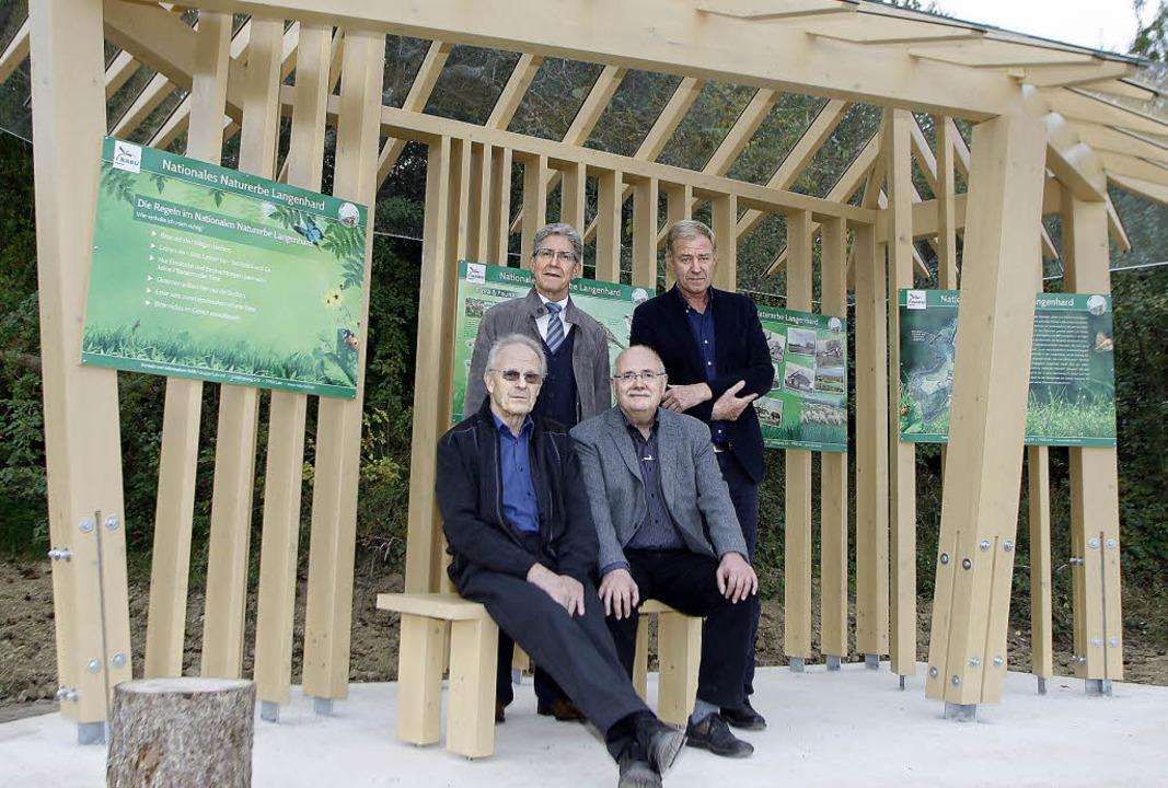 Udo Baum und Walter Caroli vom Natursc...neuen Nabu-Häusle auf dem Langenhard.   | Foto: Heidi Fössel