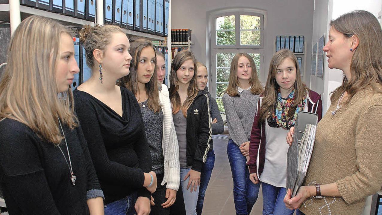Museumspädagogin Ina Stirm gab Schüler...sierte Teilnehmer  können dazustoßen.     Foto: gertrude siefke