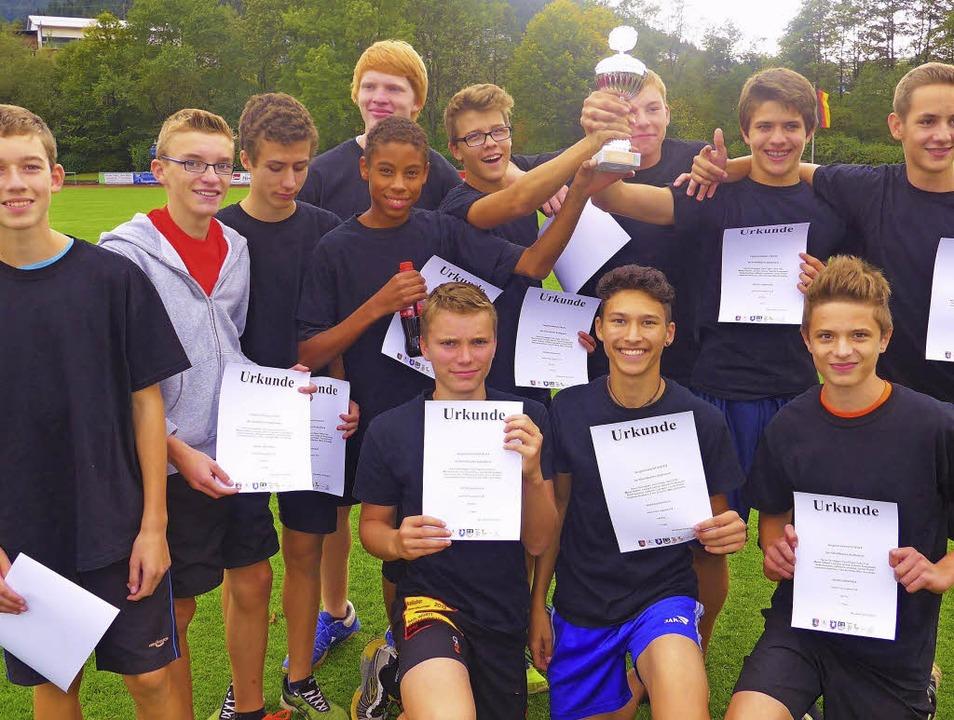 Riesenfreude herrschte bei der  U-16-J...rke in der Leichtathletik in Neustadt.  | Foto: Marchlewski