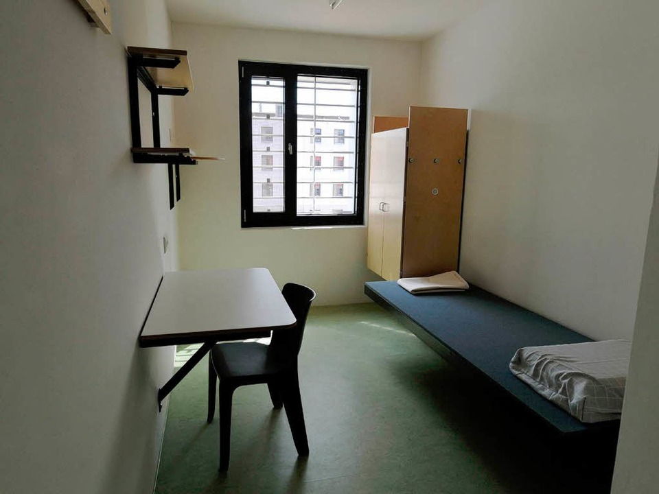 Platz nur für einen Häftling ist in de...en des neuen Offenburger Gefängnisse.     Foto: dpa