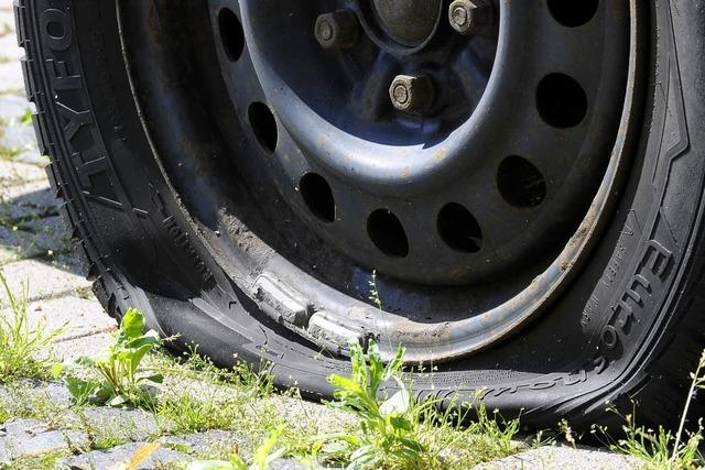 Reifenstecher-Serie in Freiburg: Mehr als 50 Autos beschädigt
