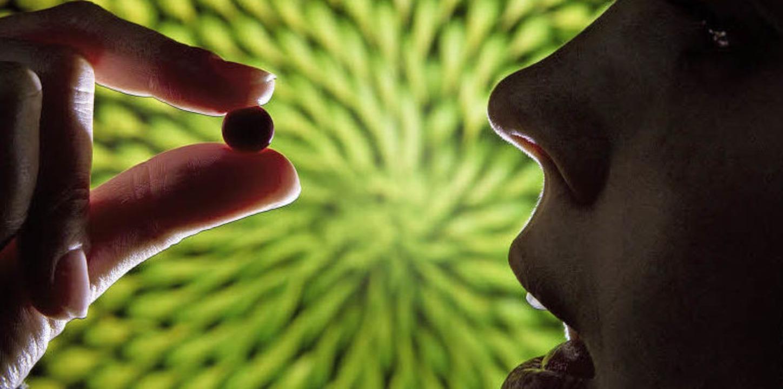 Ärzte sind sich nicht einig, ob sehr j...en das Hormonpräparat nehmen sollten.   | Foto: dpa