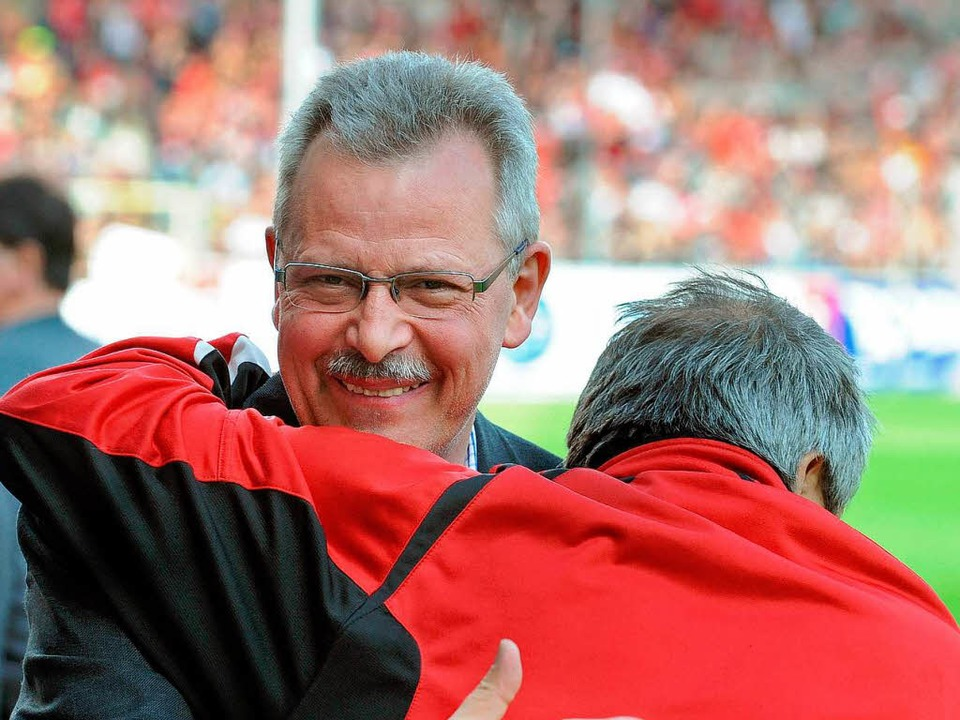 Heinrich Breit im Stadion...  | Foto: Michael Heuberger