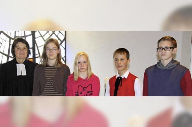 Konfirmanden in der Auferstehungskirche vorgestellt