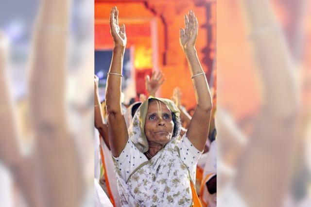 Indiens verstoßene Witwen brechen ein Tabu